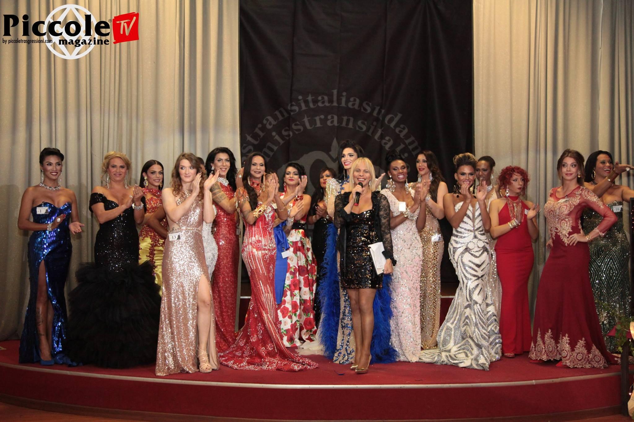 Regina insieme alle partecipanti al Miss Trans Italia